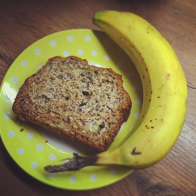 Bananenbrood, zonder suiker gezoet met dadels